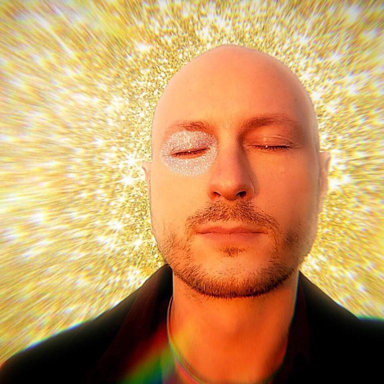 """Pietro Saino: online i due videoclip che anticipano il """"Sovrappensiero live"""""""