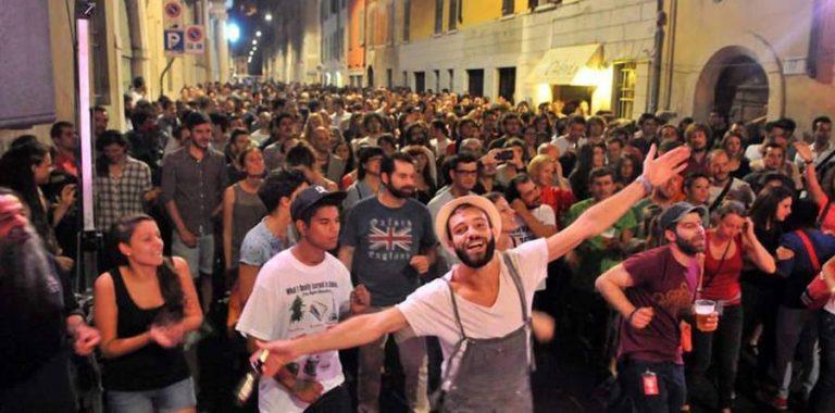 FESTA DELLA MUSICA BRESCIA Il 22 Giugno si terrà La Festa della Musica più grande d'Italia coinvolgerà anche quest'anno solisti, band, orchestre, cori e altri tipi di ensemble di tutti i generi musicali